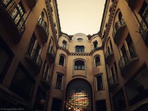 Palatul Vulturul Negru Intrare