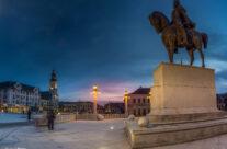 Piața Unirii, în primplan Statuia Mihai Viteazul