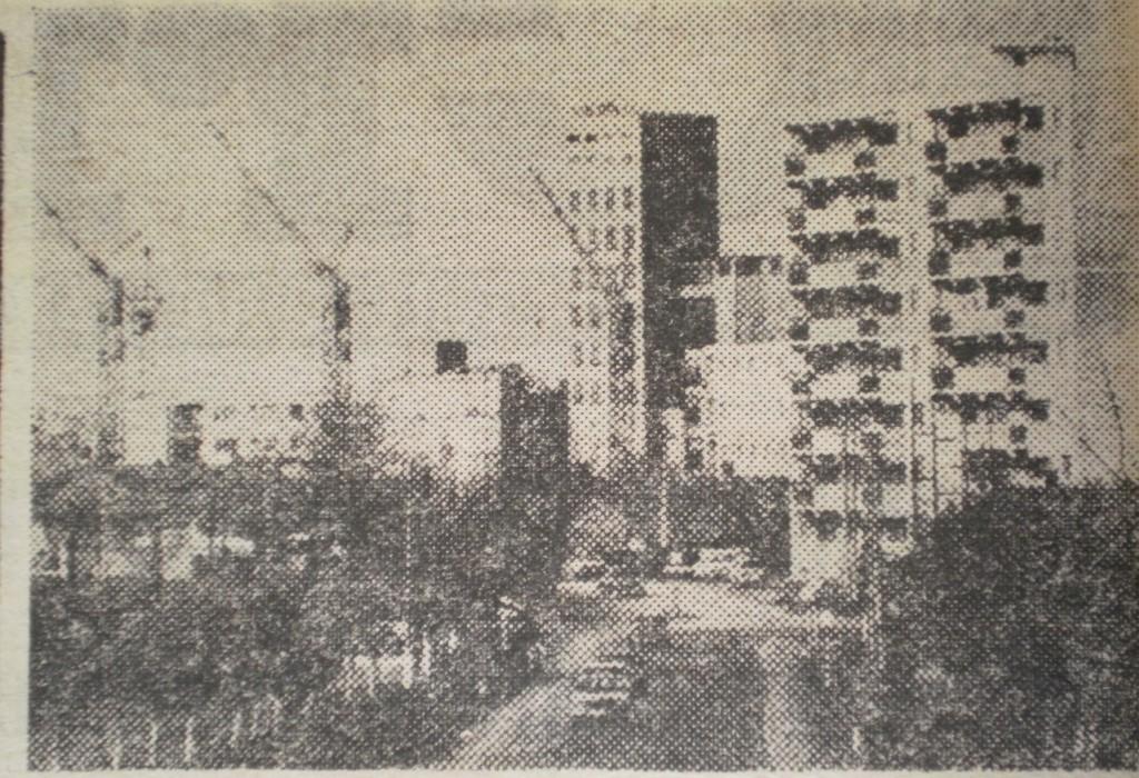 Blocuri în construcție pe Str. Nufărului, anul 1978. În fundal, fabrica de bere, foto: cotidianul Crișana