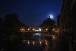 Luna albastra deasupra Crisului