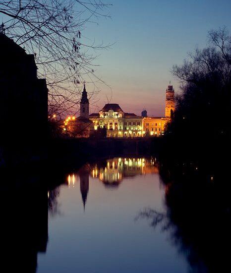 Primaria Oradea privita de pe Podul Intelectualilor