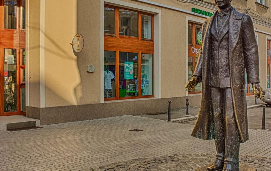 Statuia Aurel Lazar